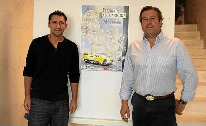 El autor del cártel anunciador, José Leal, junto al presidente de la Asociación de Empresarios de Aracena, Alfredo Martín.