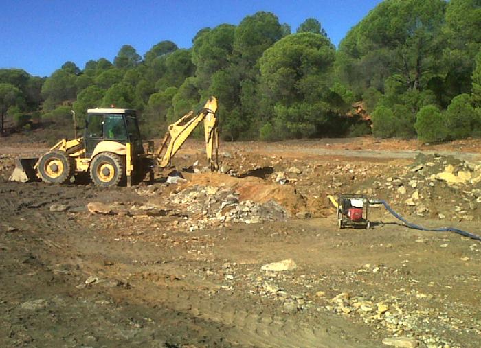 Trabajos para solventar la avería en Riotinto.