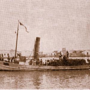 Muchas embarcaciones zozobraban a causa de los temporales.