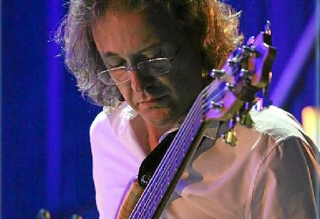 Un músico onubense acompaña a Vicente Amigo en su gira por Japón