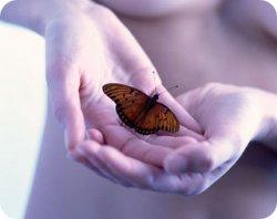 La Asociación Nacional DEBRA da a conocer la enfermedad 'Piel de Mariposa' entre los onubenses