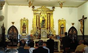 El obispo estuvo rezando antes del acto.