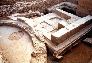 Basamento de un edificio hallado en el patio del Convento de las Madres Agustinas. / Foto: Servicio de Arqueología, Diputación de Huelva.