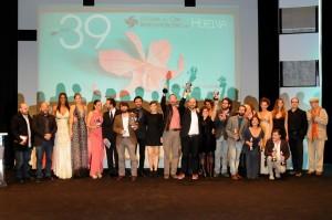 Foto de familia de los premiados y el jurado de la 39 edición del Festival de Cine Iberoamericano de Huelva.