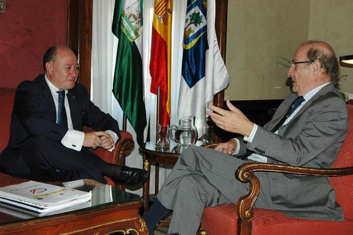 Reunión entre el alcalde de Huelva y Antonio José Redondo.
