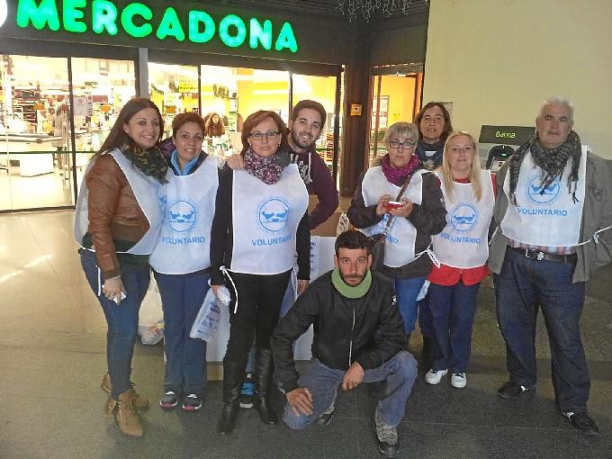 Participantes en la campaña de alimentos.