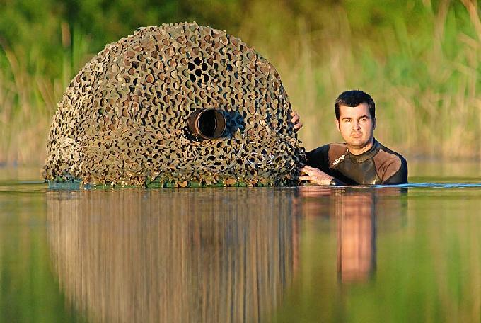 Además de conocer las técnicas fotográficas, Alejandro ha tenido que investigar el avifauna de la zona.
