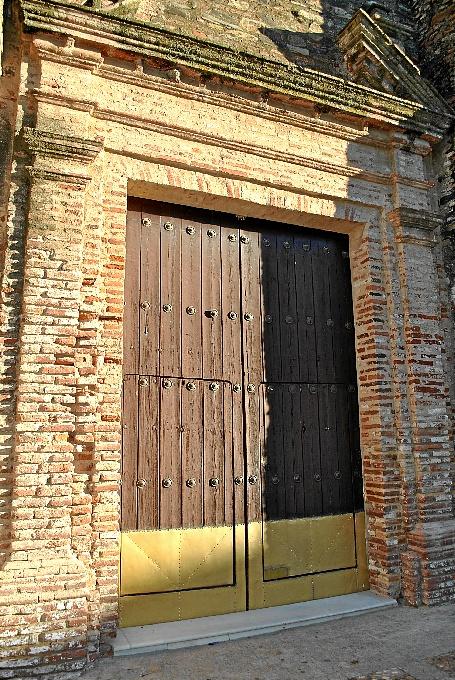 Puerta de la parroquia de Zalamea.