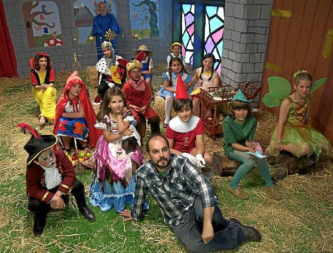 El director y los protagonistas de la cinta.