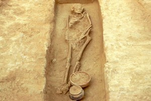 Inhumación acompañada de ajuar de la necrópolis norte.
