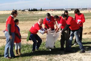 Los organizadores también limpiaron la playa.