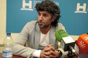 El artista onubense durante su intervención. / Foto: José Carlos Palma