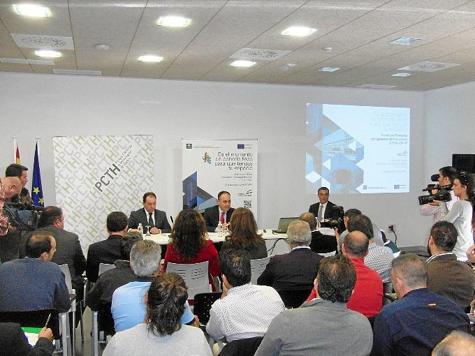 Antonio Valverde, Andrés Toscano e Ignacio Caraballo han presentado la iniciativa.