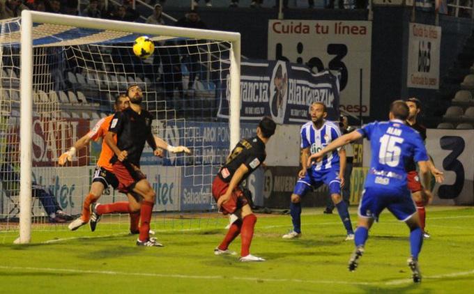 Menosse lamentó los errores que costaron la derrota en Ponferrada. / Foto: www.infobierzo.com.