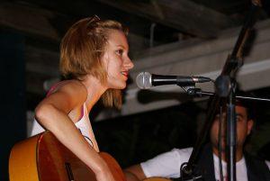 La joven Alba Montagut en una de sus actuaciones.