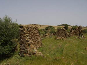 Restos de la vieja aldea de El Membrillo Bajo. / Foto: Ignacio Garzón