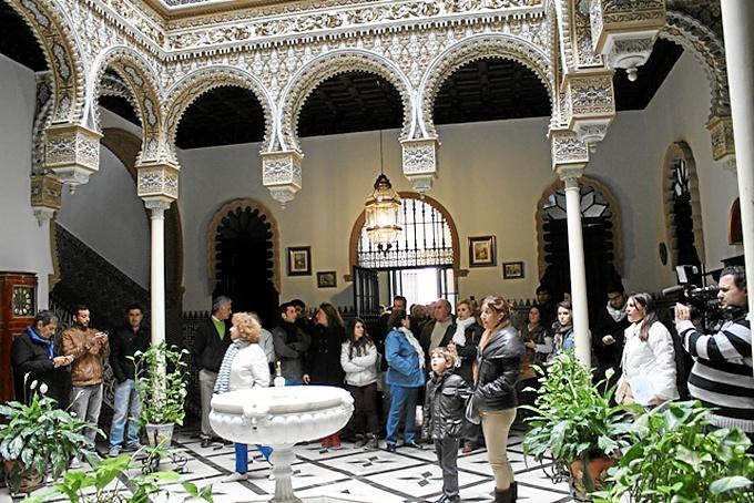 Los jóvenes visitaron diversos edificios de Bollullos.