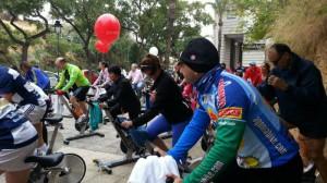 Medio centenar de bicicletas han pedaleado contra la violencia de género.