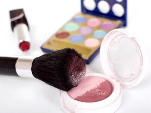 Una empresa de belleza ofrece diez vacantes de distribuidores de cosméticos.