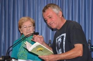Eladio Orta recitando.