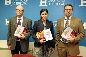 José Aurelio Gómez y Carlos Fernández Rodríguez junto a Esperanza Cortés.
