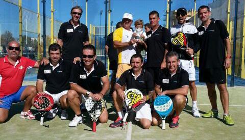 El equipo campeón en categoría masculina.