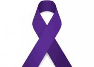 El lazo morado es seña de solidaridad con las víctimas.