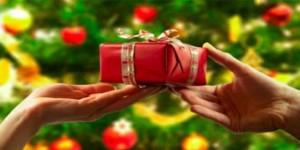 Las tiendas de regalos incrementan sus ventas estos días.