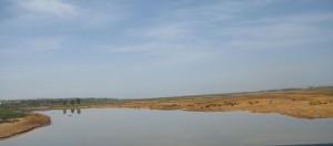 Paso del río por Moguer, en la zona conocida como Ribera del Tinto.
