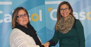 Beatriz Ferrera y Matilde Valdivia, tras la firma del convenio.