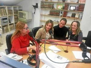 Participando en la Radio Municipal de Isla.