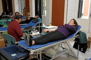 Donantes de sangre durante la macrocolecta celebrada antes de Semana Santa.