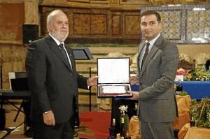El alcalde de Moguer, Gustavo Cuéllar, ha apostado por la cultura del vino.