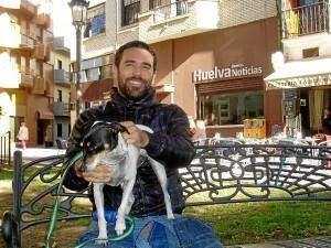 El joven visitó la sede de Huelva Buenas Noticias.
