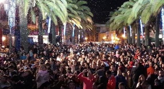 Lepe anticipa la Navidad con las tradicionales nevadas, espectáculos y videomapping