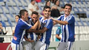 Zamora, a la derecha, celebrando con sus compañeros uno de los goles el Barcelona B. / Foto: Josele Ruiz.