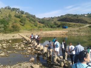 ARO lleva a cabo multitud de actividades con los socios y sus familiares, como esta del senderismo.