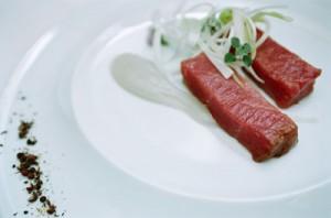 El consumo de ciertos productos crudos, como el atún, es uno de los beneficios de la cocina moderna.
