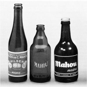 Evolución de las botellas de Mahou. / Foto: Archivo de Antonio Mira.