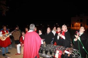 El Coro de la barriada fue uno de los protagonisatas tras el encendido.
