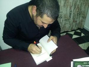 En una firma de libros.