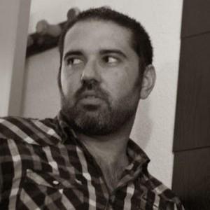 El escritor onubense Daniel Fernández.