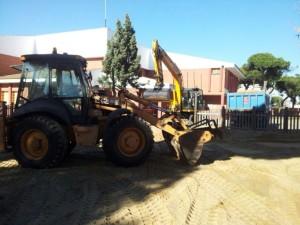 Una de las máquinas que han trabajado en la reposición de arena.