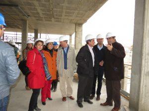 Vicente Zarza ha visitado las obras que se están llevando a cabo en los centros educativos de Moguer.