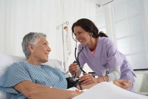 Los enfermeros muchas veces sufren agresiones porque no pueden atender todo el trabajo que tienen.
