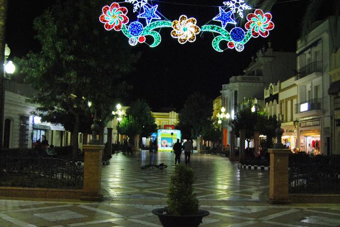 Las luces navideñas ya alumbran las calles de Isla.