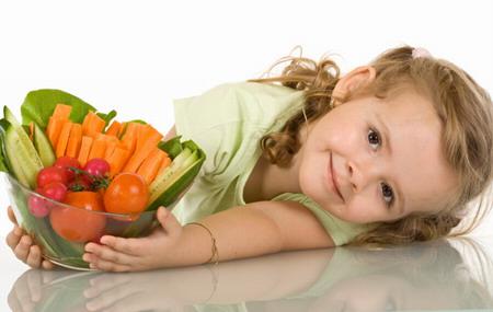 Moguer enseña a familias con menores en riesgo de obesidad a comer y comprar de forma saludable