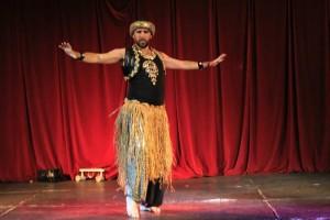 Batanero tiene una empresa de espectáculos y una academia de danza oriental.