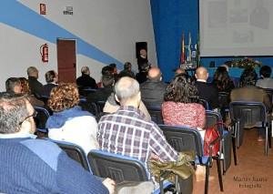 Fernández Beviá mostró fotografías inéditas de Huelva.