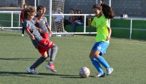 La concentración responde al lema 'Yo soy mujer, y juego al fútbol'.